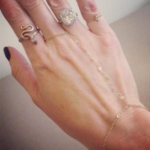 Jaquieaiche_finger_brac